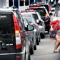 Nederland, Amsterdam , 16 augustus 2013.<br /> Taxichaos vanaf het Ibis hotel richting Centraal Station.<br /> Foto:Jean-Pierre Jans