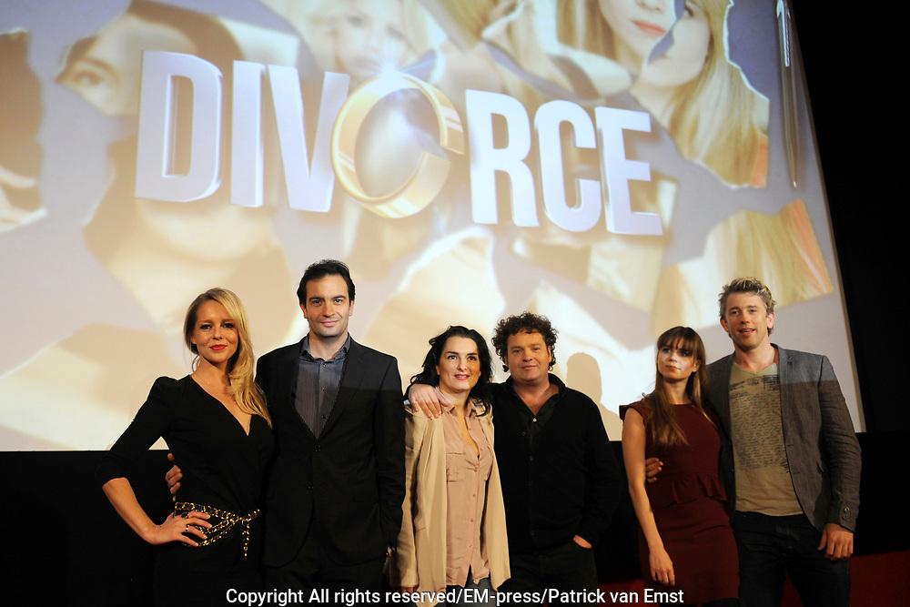 Perspresentatie van de  nieuwe komische dramaserie van RTL Divorce. De serie gaat over drie mannen die noodgedwongen, na een scheiding, bij elkaar intrekken.<br /> <br /> Op de foto:  De cast met Chantal Janzen en Jeroen Spitzenberger , Carly Wijs en Dirk Zeelenberg , Katja Herbers en Waldemar Toornstra