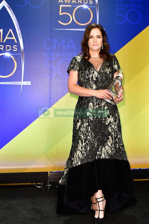 Lori Mckenna bei den 50. Country Music Awards in Nashville / 021116<br /> <br /> *** Country Music Awards 2016, Nashville, USA, November 2, 2016 ***