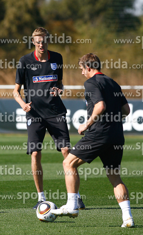 09.06.2010, Sports Campus, Rustenburg, RSA, FIFA WM 2010, England Training im Bild Peter Crouch trains with Stephen Warnock, EXPA Pictures © 2010, PhotoCredit: EXPA/ IPS/ Mark Atkins / SPORTIDA PHOTO AGENCY