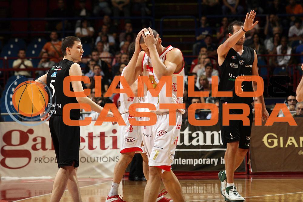 DESCRIZIONE : Pictures of the Week Playoff Semifinale Gara 1 Lega A1 2006-07 <br /> GIOCATORE : Green <br /> SQUADRA : Armani Jeans Milano <br /> EVENTO : Campionato Lega A1 2006-2007 Playoff Semifinale Gara 1 <br /> GARA : Armani Jeans Milano VidiVici Virtus Bologna <br /> DATA : 30/05/2007 <br /> CATEGORIA : Delusione <br /> SPORT : Pallacanestro <br /> AUTORE : Agenzia Ciamillo-Castoria/M.Marchi <br /> Galleria : Pictures of the Week 2006-2007 <br /> Fotonotizia : Pictures of the Week Playoff Semifinale Gara 1 Campionato Italiano Lega A1 2006-2007 <br /> Predefinita :