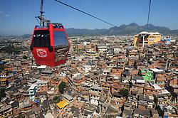 Conjunto de Favelas do Alemao com teleferico , unico transporte de massa por cabo do Brasil.Liga a estacao de Bonsucesso ao ponto mais alto do morro.<br /> Foi inaugurado em 07/07/2011 e tem seis estacoes: Bonsucesso, Adeus, Baiana, Alemao, Itarare e Palmeiras. /  Set of Favelas do Alemao  with cable car, single mass transit cable from Brazil. Connects the Bonsucesso station to the highest point of the hill.<br /> It was opened on 07/07/2011 and has six stations: Bonsucesso, Adeus, Baiana, Alemao, Itarare e Palmeiras. Rio de Janeiro.Ano 2014. Foto Christian Tragni/Argosfoto