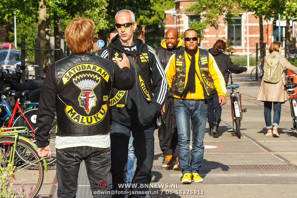 NLD/Amsterdam/20150618 - Voorvertoning Satudarah – One Blood documentaire, Michel Boer word verwelkomt