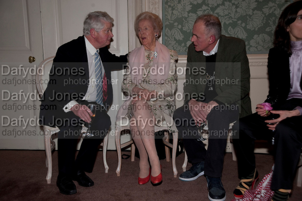 SIR RICHARD BECKETT; THE DOWAGER DUCHESS OF DEVONSHIRE; JAMES FOX;  ; The Dowager Duchess od Devonshire and Catherine Ostler editor of the Tatler host a party to celebrate Penguin's reissue of Nancy Mitford's ' Wigs on the Green.'  The French Salon. Claridge's. London. 10 March 2010.