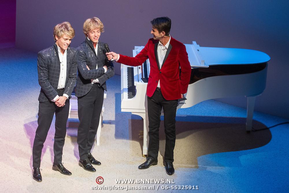 NLD/Amsterdam/20151123 - 5 jaar Delamar theater en 10 Jaar Van den Ende Foundation viering, Lucas Jussen en broer Arthur Jussen en Cornald Maas
