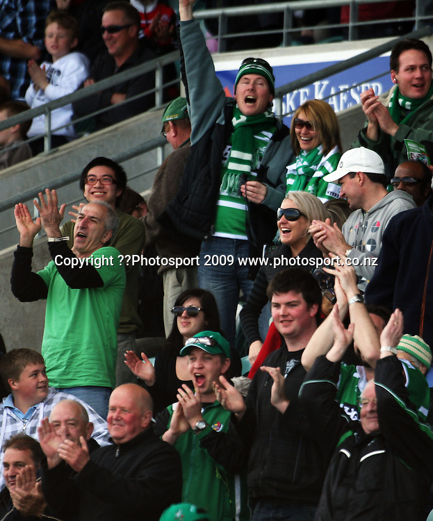Manawatu fans celebrate Andre Taylor's try.<br /> Air NZ Cup rugby - Manawatu Turbos v North Harbour at FMG Stadium, Palmerston North, New Zealand. Saturday, 24 October 2009. Photo: Dave Lintott/PHOTOSPORT