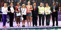 28.10.2012, Sinan Erdem Dome, Istanbul, TUR, WTA, TEB BNP Paribas, Finale, im Bild Serena Williams (R) of the United States holds the trophy on October 28, 2012 after winning the final of the WTA Championships tennis tournament against Maria Sharapova of Russia (L) at the Sinan Erdem Dome, Istanbul, Turkey on 2012/10/28. EXPA Pictures © 2012, PhotoCredit: EXPA/ Seskimphoto/ .Spfc/ ****** ATTENTION - for AUT, ESP, ITA, SWE, SLO, NOR, FIN, SRB, NED and USA ONLY! *****