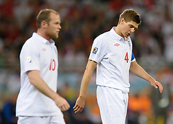 18.01.2010, Green Point Stadium, Cape Town, RSA, FIFA WM 2010, England (ENG) vs Algeria (ALG), im Bild Dejected, Steven Gerrard of England with Wayne Rooney of England. EXPA Pictures © 2010, PhotoCredit: EXPA/ IPS/ Marc Atkins / SPORTIDA PHOTO AGENCY