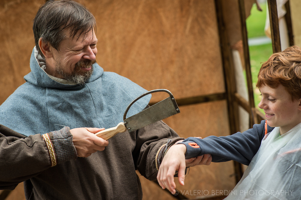 A demonstration on how to fix a broken arm, the Saxon way. It's been 950 years since King Harold got an arrow in the eye at the Battle of Hastings. A group of re-enactors set up a camp near Apsley House in Hyde Park, London, to show their weapons, games and living arrangements.