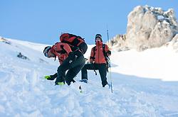 THEMENBILD - Verschuettetensuche nach Lawinenabgang. Hier im Bild die Kalser Berg und Schiführer Andreas Hanser und Christoph Bacher, bei der Suche nach dem Verschütteten, beide sind staatlich geprüfte Berg und Schiführer sowie ausgebildete Bergretter der Bergrettungsleitstelle Kals am Großglockner, Suche mit LVS-Gerät ( Ortungsgerät, Peilsendersuche ). Archivbild vom 10.01.2009 anlässlich einer Alpinen Sicherheitsschulung 'Umgang mit LVS-Geraet, Sonde und Schaufel' veranstaltet vom Alpinkompetenzzentrum Osttirol (AKZ), im Grossglockner Resort Kals, Osttirol. EXPA Pictures © 2012, PhotoCredit: EXPA/ J. Groder