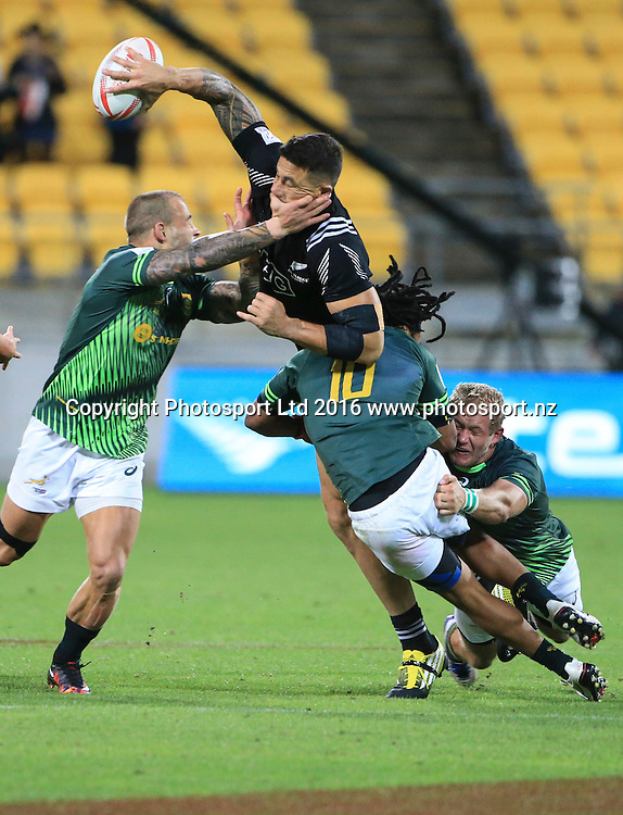 New Zealand's Sonny Bill Williams unloads in a South African tackle, Day1, HSBC World Sevens Series, Westpac Stadium, Wellington, New Zealand. Saturday, 30 January, 2016. Copyright photo: John Cowpland / www.photosport.nz