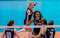 20-05-2016 JAP: OKT Italie - Nederland, Tokio<br /> De Nederlandse volleybalsters hebben een klinkende 3-0 overwinning geboekt op Itali&euml;, dat bij het OKT in Japan nog ongeslagen was. Het met veel zelfvertrouwen spelende Oranje zegevierde met 25-21, 25-21 en 25-14 / Laura Dijkema #14, Celeste Plak #4