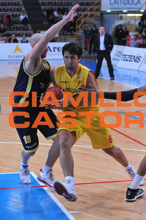 DESCRIZIONE : Verona Lega Basket A2 2011-12 Coppa Italia Tezenis Verona Prima Veroli<br /> GIOCATORE : caludio tommasini<br /> CATEGORIA : palleggio<br /> SQUADRA : Tezenis Verona Prima Veroli<br /> EVENTO : Campionato Lega A2 2011-2012<br /> GARA : Tezenis Verona Prima Veroli<br /> DATA : 31/10/2011<br /> SPORT : Pallacanestro <br /> AUTORE : Agenzia Ciamillo-Castoria/M.Gregolin<br /> Galleria : Lega Basket A2 2011-2012 <br /> Fotonotizia : Verona Lega Basket A2 2011-12 Coppa Italia Tezenis Verona Prima Veroli<br /> Predefinita :