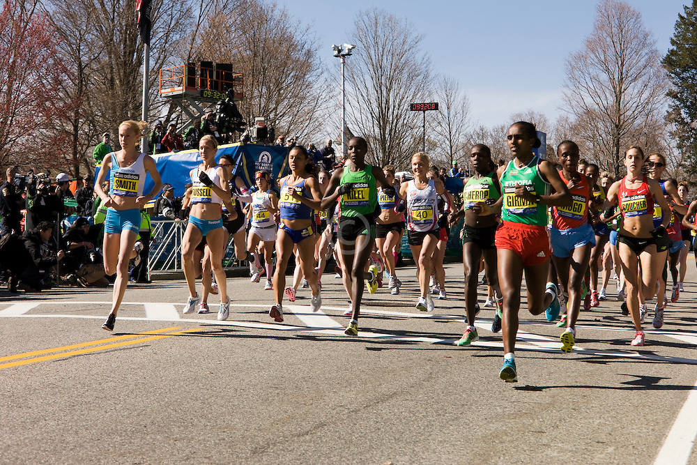 elite women start race