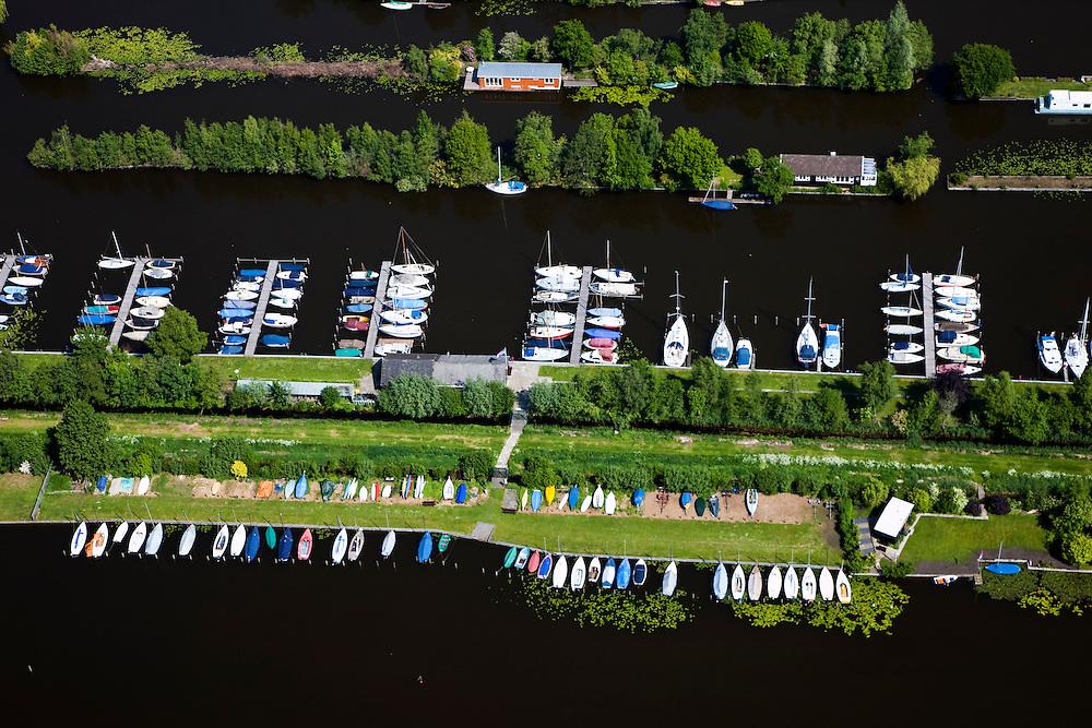 Nederland, Utrecht, Gemeente Breukelen, 25-05-2010; Loosdrechtsche Plassen met jachthaven en bootjes.luchtfoto (toeslag), aerial photo (additional fee required).foto/photo Siebe Swart.----