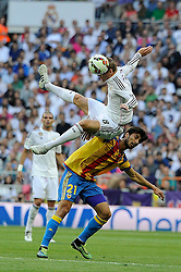 09.05.2015, Estadio Santiago Bernabeu, Madrid, ESP, Primera Division, Real Madrid vs FC Valencia, 36. Runde, im Bild Real Madrid&acute;s Toni Kroos and Valencia&acute;s Andre Gomes // during the Spanish Primera Division 36th round match between Real Madrid CF and Valencia FC at the Estadio Santiago Bernabeu in Madrid, Spain on 2015/05/09. EXPA Pictures &copy; 2015, PhotoCredit: EXPA/ Alterphotos/ Luis Fernandez<br /> <br /> *****ATTENTION - OUT of ESP, SUI*****