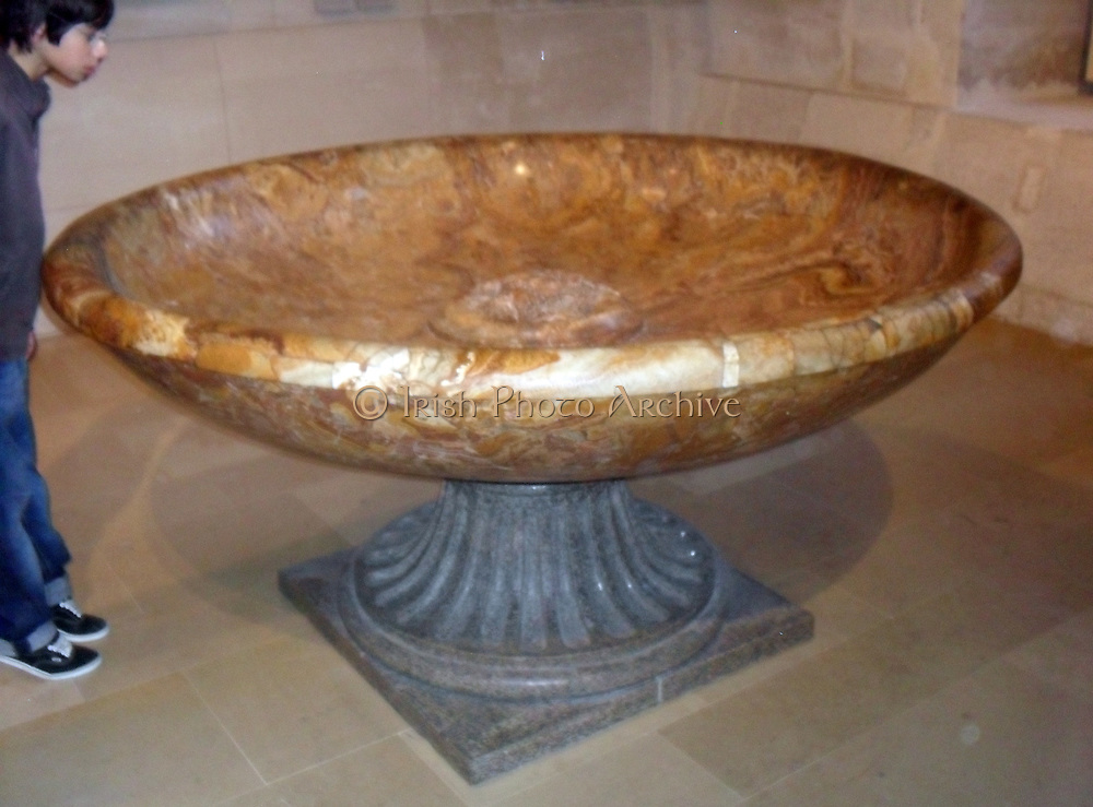 Flowered alabaster basin. Circa 2nd century AD. Found in 1720 at the foot of the Aventine, near the Tiber.