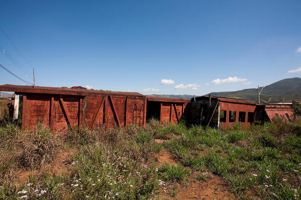 Mateus Leme_MG, Brasil...Trens abandonados em Mateus Leme...Abandoned trains in Mateus Leme...Foto: LEO DRUMOND / NITRO