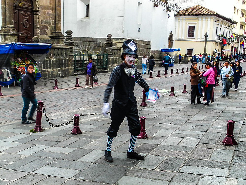 Mime in the streets of Quito.
