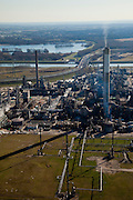 Nederland, Rotterdam, Europoort, 20-03-2009; BP Raffinaderij Europoort, Suurhoffbrug in de achtergrond. De raffinaderij, gelegen aan de 6e Petroleumhaven, produceert in volcontinu bedrijf onder andere LPG, benzine, diesel, kerosine, huisbrandolie, stookolie en grondstoffen voor de petrochemische industrie, .The refinery Europoort,  located on the 6th Petroleumhaven, produces non-stop LPG, petrol, diesel, kerosene, diesel, fuel oil and raw materials for the petrochemical industry..Swart collectie, luchtfoto (toeslag); Swart Collection, aerial photo (additional fee required); .foto Siebe Swart / photo Siebe Swart