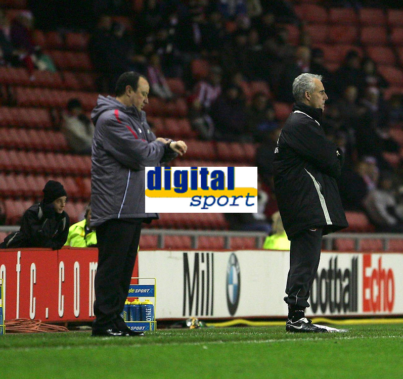 Photo: Andrew Unwin.<br /> Sunderland v Liverpool. The Barclays Premiership.<br /> 30/11/2005.<br /> Liverpool's manager, Rafa Benitez (L), watches the clock while Sunderland's manager, Mick McCarthy (R), looks on nervously.