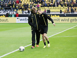 15.03.2014, Signal Iduna Park, Dortmund, GER, 1. FBL, Borussia Dortmund vs Borussia Moenchengladbach, 25. Runde, im Bild Trainer Juergen Klopp (Borussia Dortmund) mit Kevin Grosskreutz (Borussia Dortmund #19) gut gelaunt am Lachen, Emotion, Freude, Glueck // during the German Bundesliga 25th round match between Borussia Dortmund and Borussia Moenchengladbach at the Signal Iduna Park in Dortmund, Germany on 2014/03/15. EXPA Pictures © 2014, PhotoCredit: EXPA/ Eibner-Pressefoto/ Schueler<br /> <br /> *****ATTENTION - OUT of GER*****