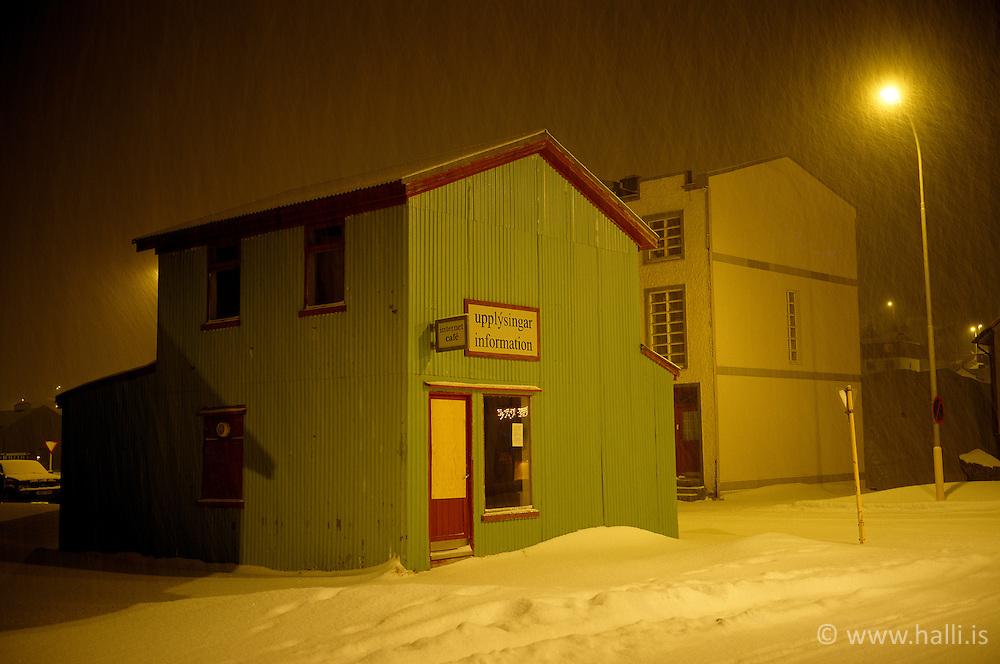Hús í bænum á Siglufirði að vetri til / Houses at Siglufjordur during winter