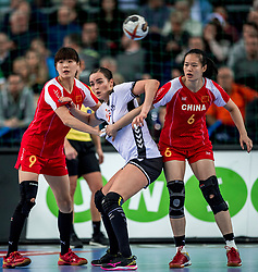 03-12-2017 DEU: 23rd Women World Championship China - Netherlands, Leipzig<br /> Tweede wedstrijd voor Nederland in groep D / Wu Nana #9 of China, Yvette Broch #13 of Netherlands, Wei Baogui #6 of China