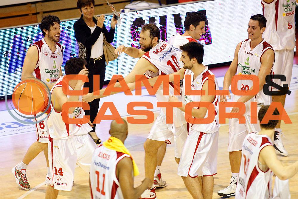 DESCRIZIONE : Pistoia Lega A2 2012-13 Giorgio Tesi Group Pistoia Fileni BPA Jesi<br /> GIOCATORE : Team Pistoia<br /> SQUADRA : Giorgio Tesi Group Pistoia<br /> EVENTO : Campionato Lega A2 2012-2013<br /> GARA : Giorgio Tesi Group Pistoia Fileni BPA Jesi<br /> DATA : 21/04/2013<br /> CATEGORIA : Esultanza<br /> SPORT : Pallacanestro<br /> AUTORE : Agenzia Ciamillo-Castoria/Stefano D'Errico<br /> Galleria : Lega Basket A2 2012-2013 <br /> Fotonotizia : Pistoia Lega A2 2012-2013 Giorgio Tesi Group Pistoia Fileni BPA Jesi<br /> Predefinita :