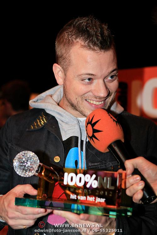 NLD/Hilversum/20130109 - Uitreiking 100% NL Awards 2012, Gers Pardoel met zijn Award voor 'Hit van het Jaar'
