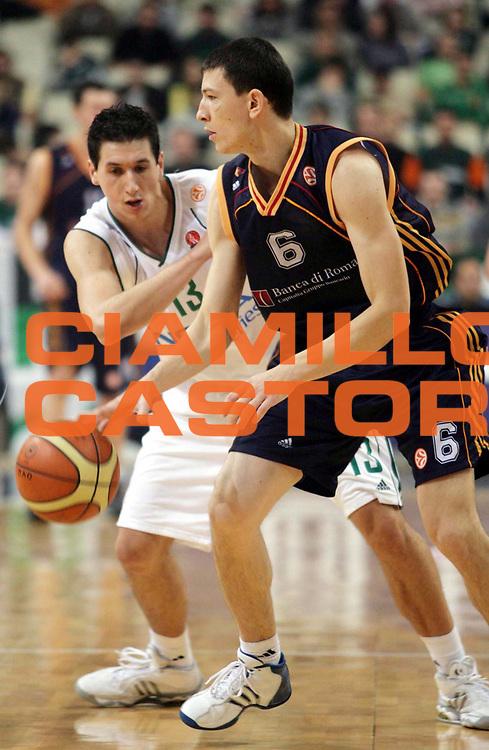 DESCRIZIONE : Atene Eurolega 2006-07 Panathinaikos Atene Lottomatica Virtus Roma<br />GIOCATORE : Ilievski<br />SQUADRA : Lottomatica Virtus Roma<br />EVENTO : Eurolega 2006-2007 <br />GARA : Panathinaikos Atene Lottomatica Virtus Roma<br />DATA : 15/11/2006 <br />CATEGORIA : Palleggio<br />SPORT : Pallacanestro <br />AUTORE : Agenzia Ciamillo-Castoria/Actionimages.gr<br />Galleria : Eurolega 2006-2007 <br />Fotonotizia : Atene Eurolega 2006-2007 Panathinaikos Atene Lottomatica Virtus Roma<br />Predefinita :