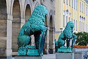 Neues Rathaus, Bronzelöwen von Georg Wrba, Dresden, Sachsen, Deutschland. .New guildhall, lions by Georg Wrba, Dresden, Germany