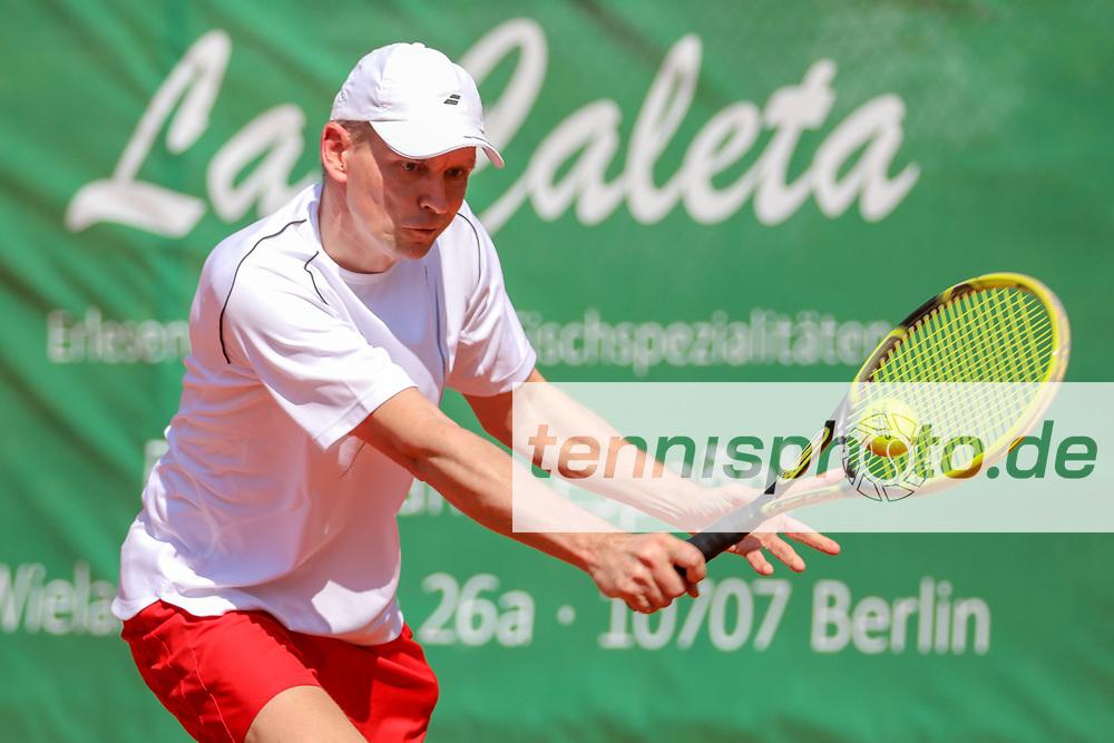 Dirk Grumann (TC Weiß-Rot Neukölln) - Sieger Herren 45, Känguruhs-Open 2018, Finaltag, Berlin, 22.04.2018, Foto: Claudio Gärtner