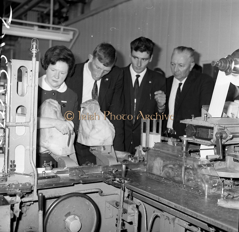 06/09/1965<br /> 09/06/1965<br /> 6 September 1965<br /> Members of the victorious Tipperary team, who won the All-Ireland Hurling final on the fifth of September 1965, visit Player's cigarette factory.