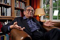 31 MAY 2010, BERLIN/GERMANY:<br /> Jagdish Natwarlal Bhagwati, indischer Oekonom und Professor fuer Politik und Wirtschaft an der Columbia University, waehrend einem Interview, Bibiothek der American Academy<br /> IMAGE: 20100531-02-030<br /> KEYWORDS: Jagdish Bhagwati, Ökonom