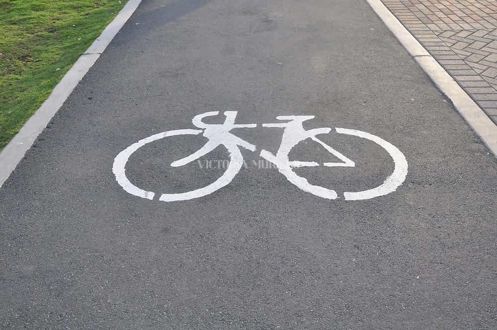 Ciclo vía en La Cinta Costera, Av. Balboa. Panamá City.©Victoria Murillo/Istmophoto.com