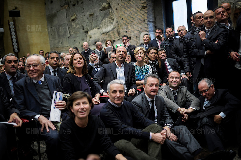 """Angelino Alfano (center) during the official presentation of the new party """"Il Nuovo Centrodestra"""" at the temple of Adriano. Rome, 23 November 2013. Christian Mantuano / OneShot"""