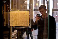 Roma 23 Febbraio 2015<br /> Esposta lettera autografa di Galileo Galilei su Venere e i satelliti di Giove del  30 Dicembre 1610 che lo scienziato invi&ograve; al gesuita Cristoforo Clavio SJ, alla Galleria Alberto Sordi.<br /> Nella lettera, Galileo informa Clavio del suo imminente arrivo a Roma per spiegare le sue osservazioni alla Compagnia di Ges&ugrave; al Collegio Romano.<br /> Rome February 23, 2015<br /> Exposed autograph letter by Galileo Galilei on Venus and Jupiter's satellites of December 30, 1610 that the scientist sent to the Jesuit Cristoforo Clavio SJ, at the Galleria Alberto Sordi.<br /> In the letter, Galileo informs Clavio  of his imminent arrival in Rome to explain his observations to the society of Jesus at the Collegio Romano.