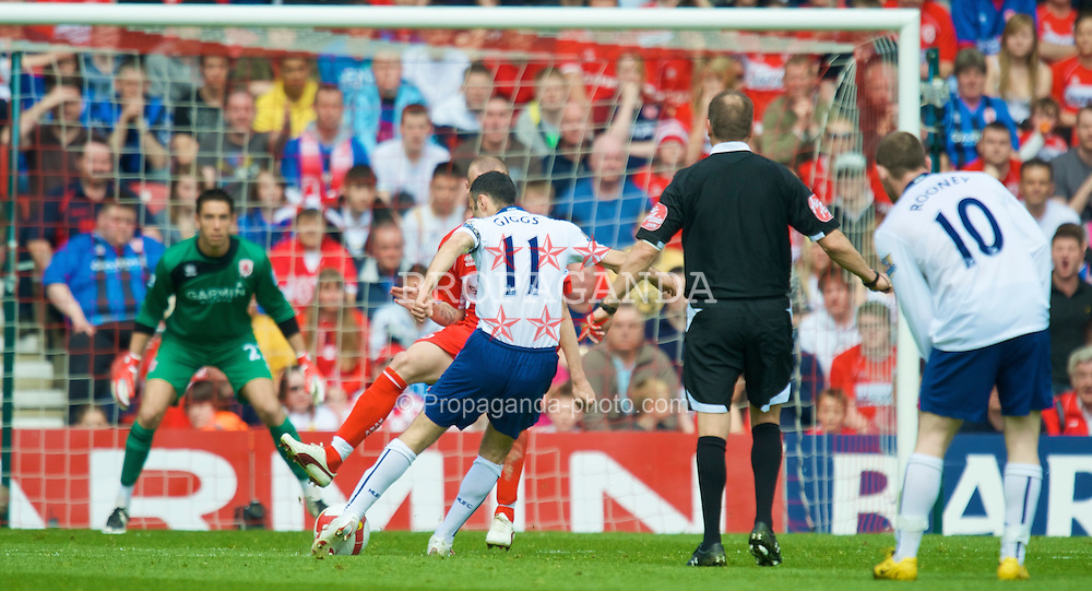 MIDDLESBROUGH, ENGLAND - Saturday, May 2, 2009: Manchester United's Ryan Giggs scores the opening goal against Middlesbrough during the Premiership match at the Riverside Stadium. (Pic by David Rawcliffe/Propaganda)
