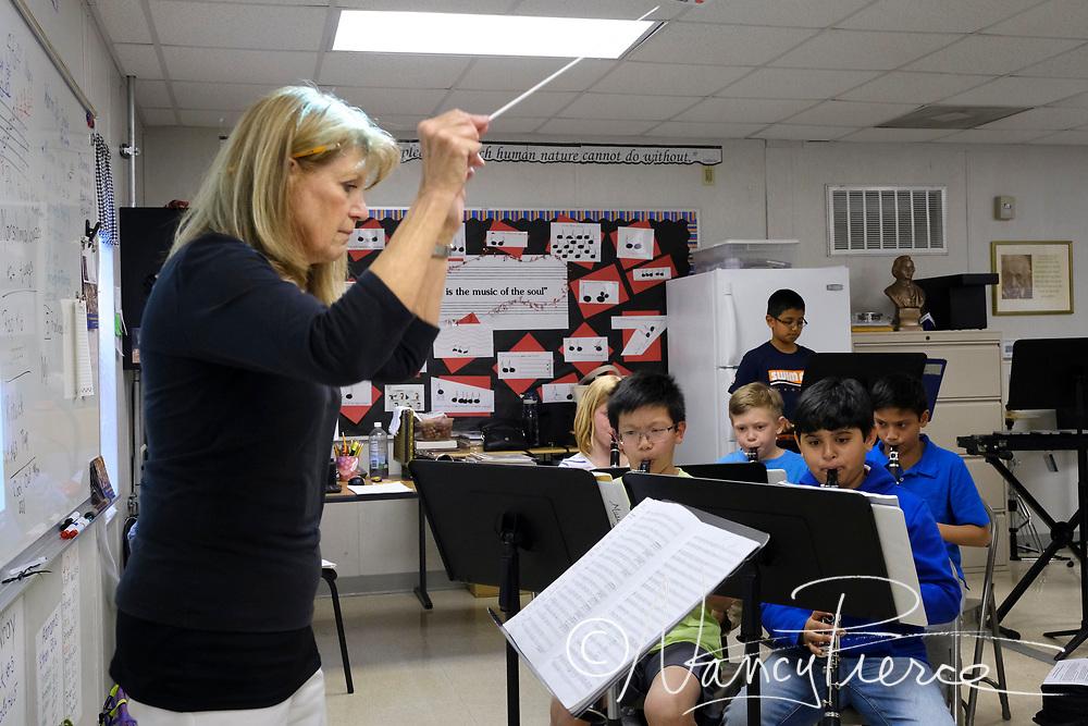 Hawk Ridge Winds - conductor Karla Williams