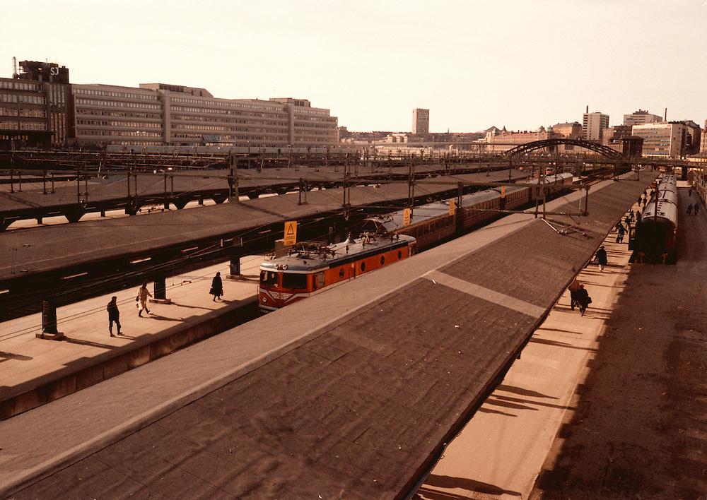 Centralen, norra säcken (norrgående spår) på 1980-talet fotograferad från Klarabergsviadukten mot Kungsbron.