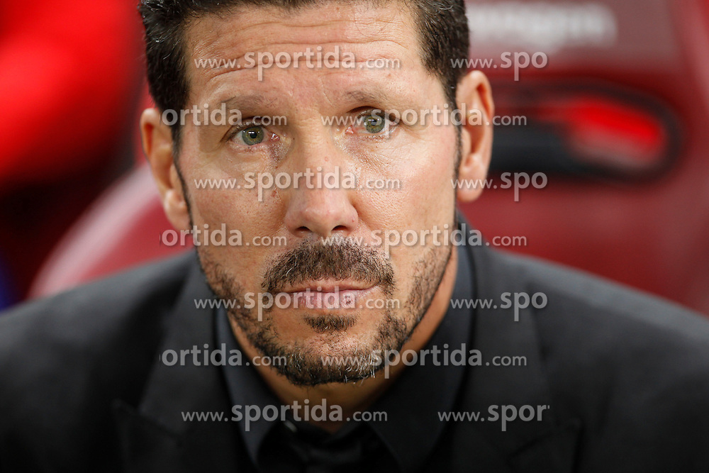 04.10.2015, Estadio Vicente Calderon, Madrid, ESP, Primera Division, Atletico Madrid vs Real Madrid, 7. Runde, im Bild Atletico de Madrid&acute;s coach Diego Pablo Simeone // during the Spanish Primera Division 7th round match between Atletico Madrid and Real Madrid at the Estadio Vicente Calderon in Madrid, Spain on 2015/10/04. EXPA Pictures &copy; 2015, PhotoCredit: EXPA/ Alterphotos/ Victor Blanco<br /> <br /> *****ATTENTION - OUT of ESP, SUI*****