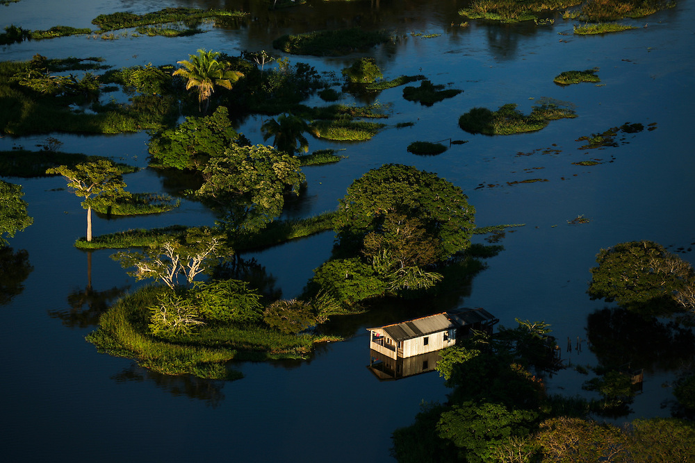 May 21st 2006. Santarem (Para State, Brazil)..Homes flooded 14 miles NE of Santarem. All over the Amazon and Para States house were flooded during one of the worst flooding ever recorded in the region...©Daniel Beltra