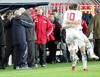 Fotball / Soccer<br /> Play off VM 2006 / Play off World Champio0nships 2006<br /> Tsjekkia v Norge 1-0<br /> Czech Republic v Norway 1-0<br /> Agg: 2-0<br /> 16.11.2005<br /> Foto: Morten Olsen, Digitalsport<br /> <br /> Tomas Rosicky (10) and Milan Baros (15) celebrating in front of the two coaches; Karel Brückner and Åge Hareide