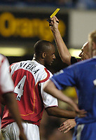 Fotball<br /> England 2004/2005<br /> Foto: SBI/Digitalsport<br /> NORWAY ONLY<br /> <br /> Chelsea v Arsenal<br /> Barclays Premiership. 20/04/2005<br /> <br /> Patrick Vieira is yellow carded by Steve Bennett