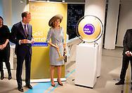 AMSTERDAM - Koningin M&aacute;xima opent dinsdagmiddag 22 september 2015 het nieuwe Bezoekerscentrum van De Nederlandsche Bank (DNB) in Amsterdam met klaas Knot  COPYRIGHT ROBIN UTRECHT<br /> AMSTERDAM - Queen M&aacute;xima opens Tuesday September 22, 2015 the new Visitor of De Nederlandsche Bank (DNB) with Klaas Knot  in Amsterdam COPYRIGHT ROBIN UTRECHT
