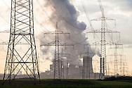 Europa, Deutschland, Nordrhein-Westfalen, Hochspannungsleitungen bei Bergheim, im Hintergrund das Braunkohlekraftwerk Niederaussem. - <br /> <br /> Europe, Germany, North Rhine-Westphalia, powerlines near Bergheim, in the background the brown coal power station Niederaussem.
