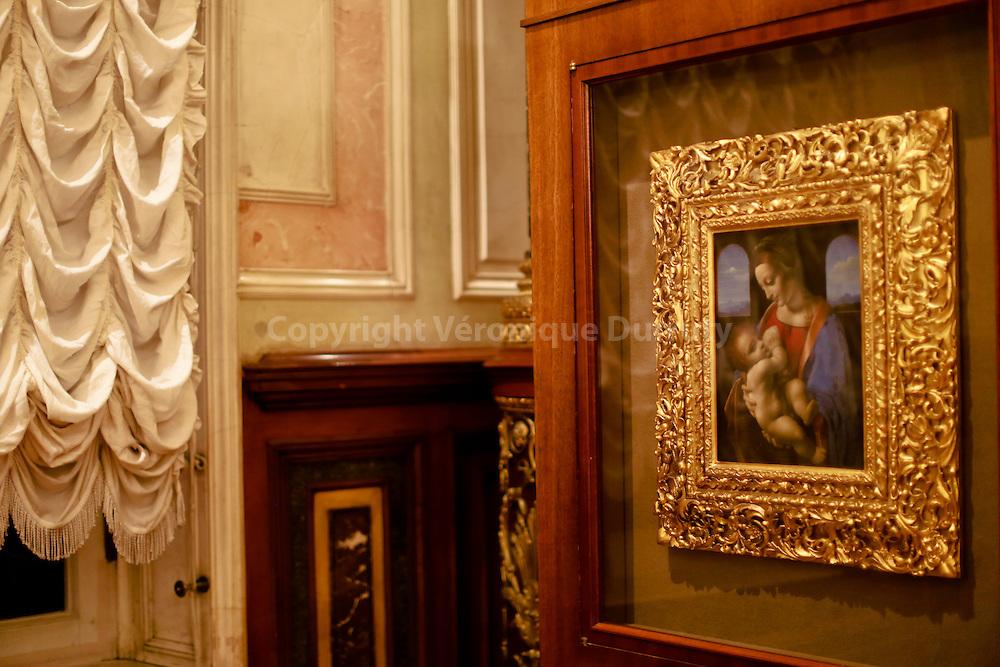 Leonardo da Vinci, Madonna and Child ( the Lita Madonna) Ermitage museum, St Petersburg, Russia // Léonard de Vinci,  Madone à l'enfant ( Litta Madonna) , Musée de  l'Ermitage, St Petersbourg, Russie