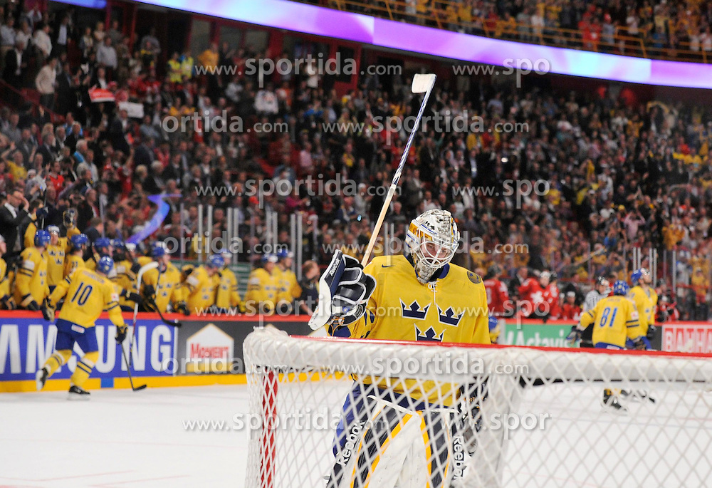 19.05.2013, Globe Arena, Stockholm, SWE, IIHF, Eishockey WM, Schweden vs Schweiz, im Bild * Sweden winner of gold jubel, celebrates , Sweden 1 Goalkeeper Jhonas Enroth // during the IIHF Icehockey World Championship Game between Sweden and Switzerland at the Ericsson Globe, Stockholm, Sweden on 2013/05/19. EXPA Pictures © 2013, PhotoCredit: EXPA/ PicAgency Skycam/ Simone Syversson..***** ATTENTION - OUT OF SWE *****