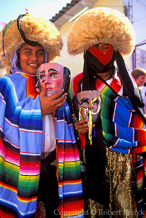 MEXICO, CHIAPAS, FESTIVALS Fiesta de Enero street parade in costumes